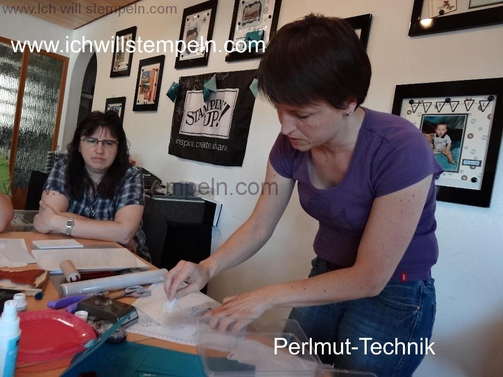 sandra-zeigt-perlmuttechnik-2013